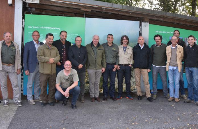 """Gruppenbild der Jahreskonferenz der """"Arbeitsgemeinschaft der Fischereiverbände der Alpenländer"""" am 9. September 2017 in Ruggel, Liechtenstein."""