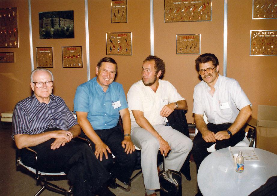 Todd Sheldon, Angeljournalist Henri Limouzin, Jan Eggers und Bill Sheldon auf einer EFTTEX-Messe in Paris.