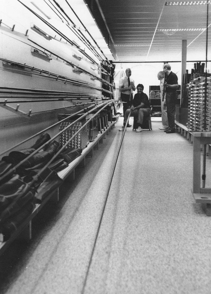 Bei Angelsport Bruins in Bosmeer wurde den staunenden Amerikanern eine 13 Meter lange Kopfrute präsentiert.