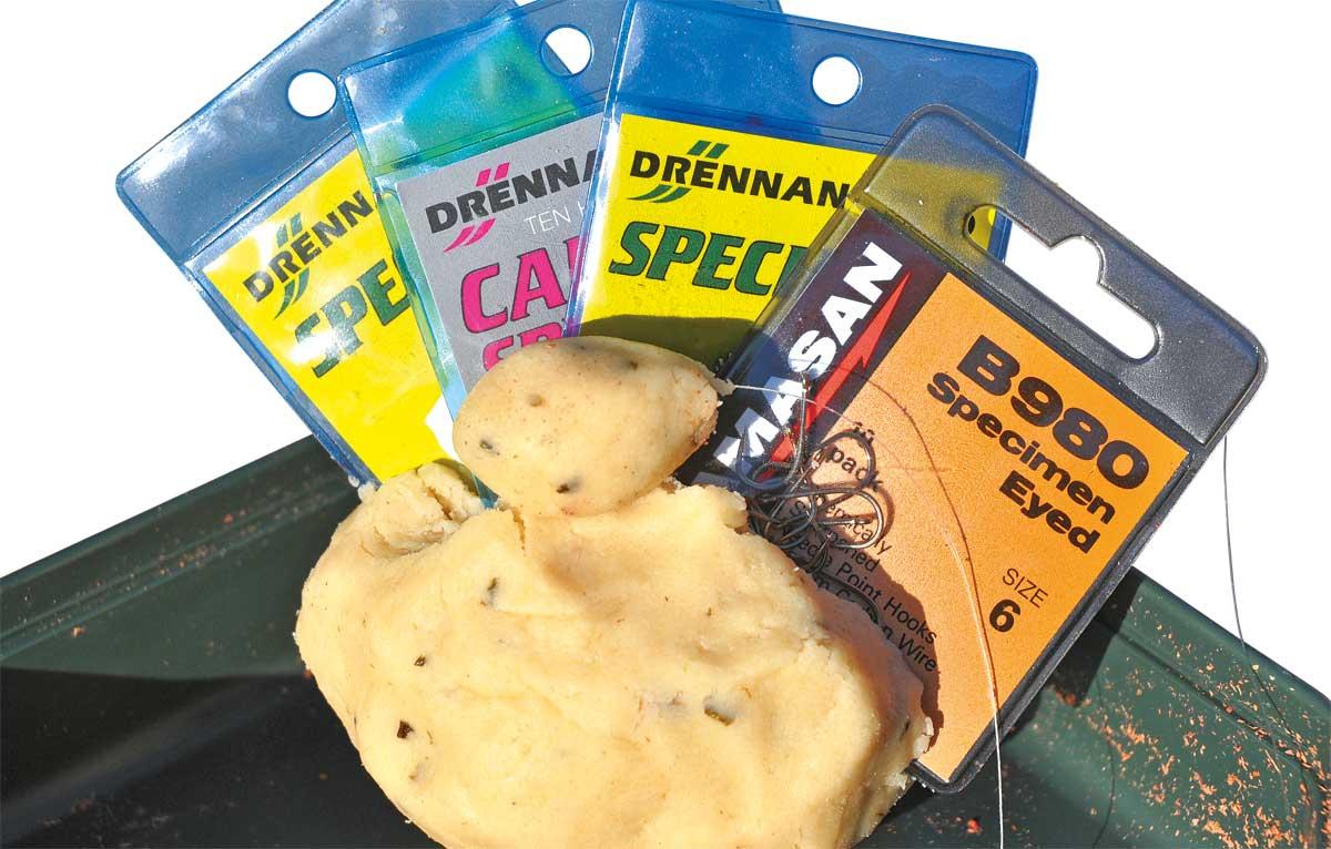 Qualitätshaken von Drennan und Kamasan sind auch zum Döbelangeln eine gute Wahl.