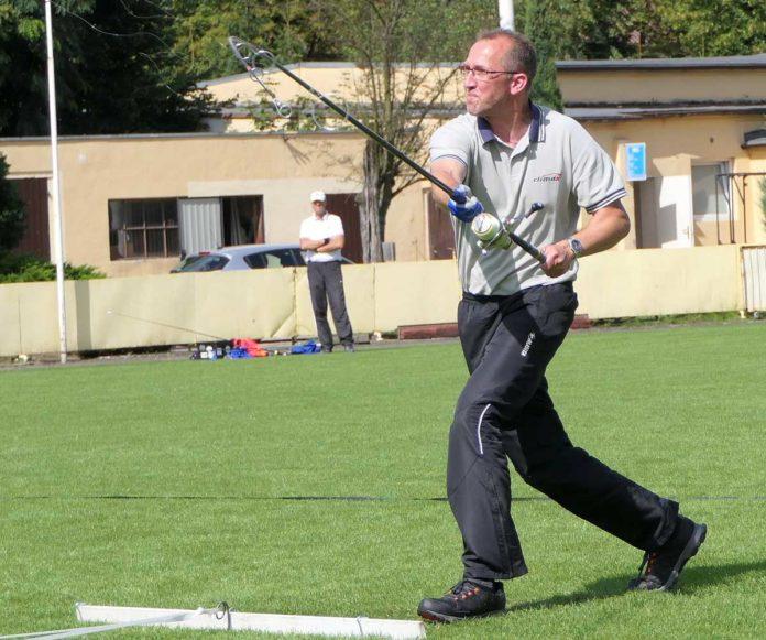 Der 40-fache Casting-Weltmeister Jens Nagel beim Weitwurf. Bild: Sportex