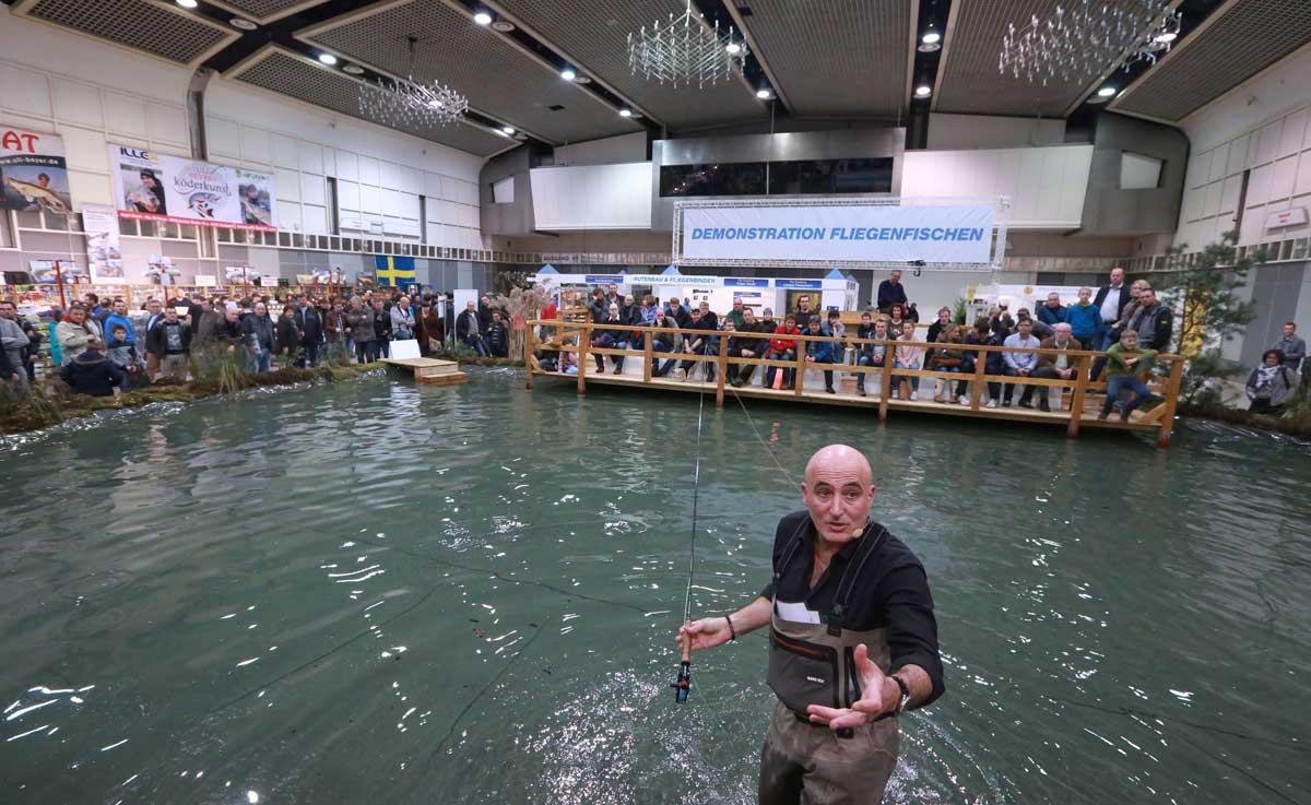 Erleben Sie Live-Demonstrationen im Fliegenfischen auf der Messe.