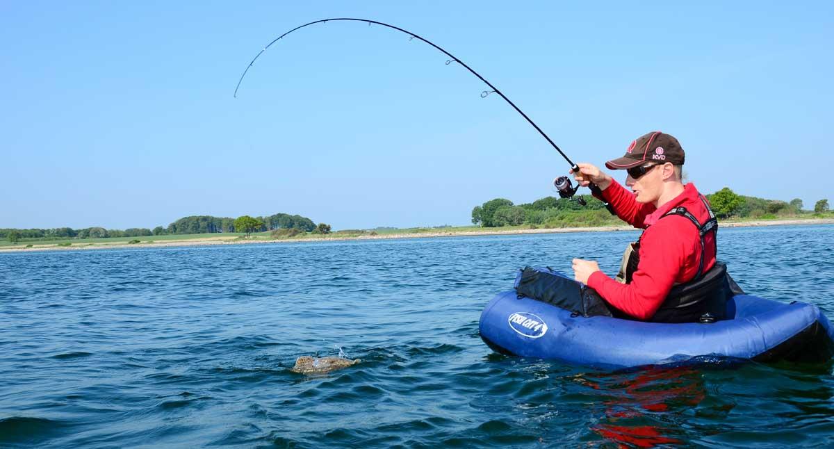 Der erste Fisch mit dem Carolina-Rig und gleich ein Steinbutt. Die Überraschung ist Birger anzusehen.
