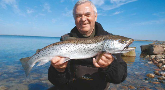 Horst Hennings überlistete diesen 66er Silberbarren auf der dänischen Insel Ærø. Köder war eine Fliege, präsentiert am Sbirolino.