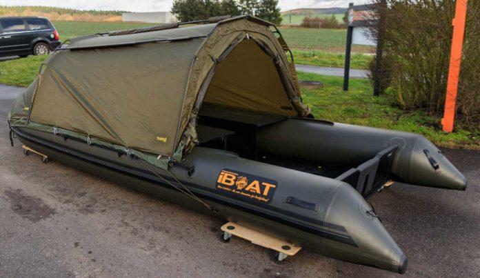 Nach dem Angeln lässt man die Luft aus dem iBoat und kann es platzsparend transportieren.