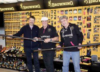 Von links: Frerk Petersen, Operations Director, Bob Nudd, Jürgen Masuch, Browning Product Manager.