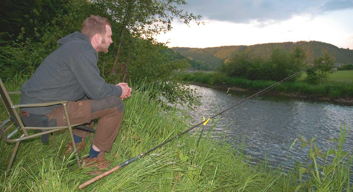 Jan Lock beim Aalansitz an der Sieg. Kleine Flüsse liefern oft gute Aale.