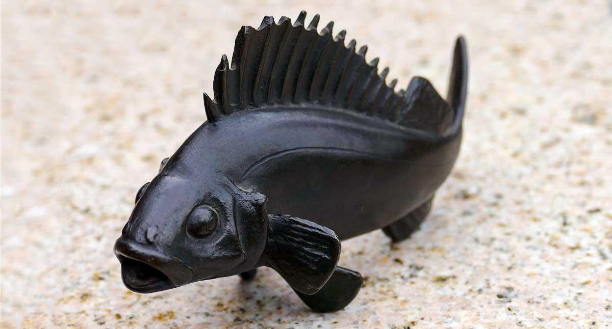 Fischplastik für die Kühlerhaube des Autos von Angelgerätehersteller Thöner. Dafür schuf Ophemert diesen schmucken Barsch.