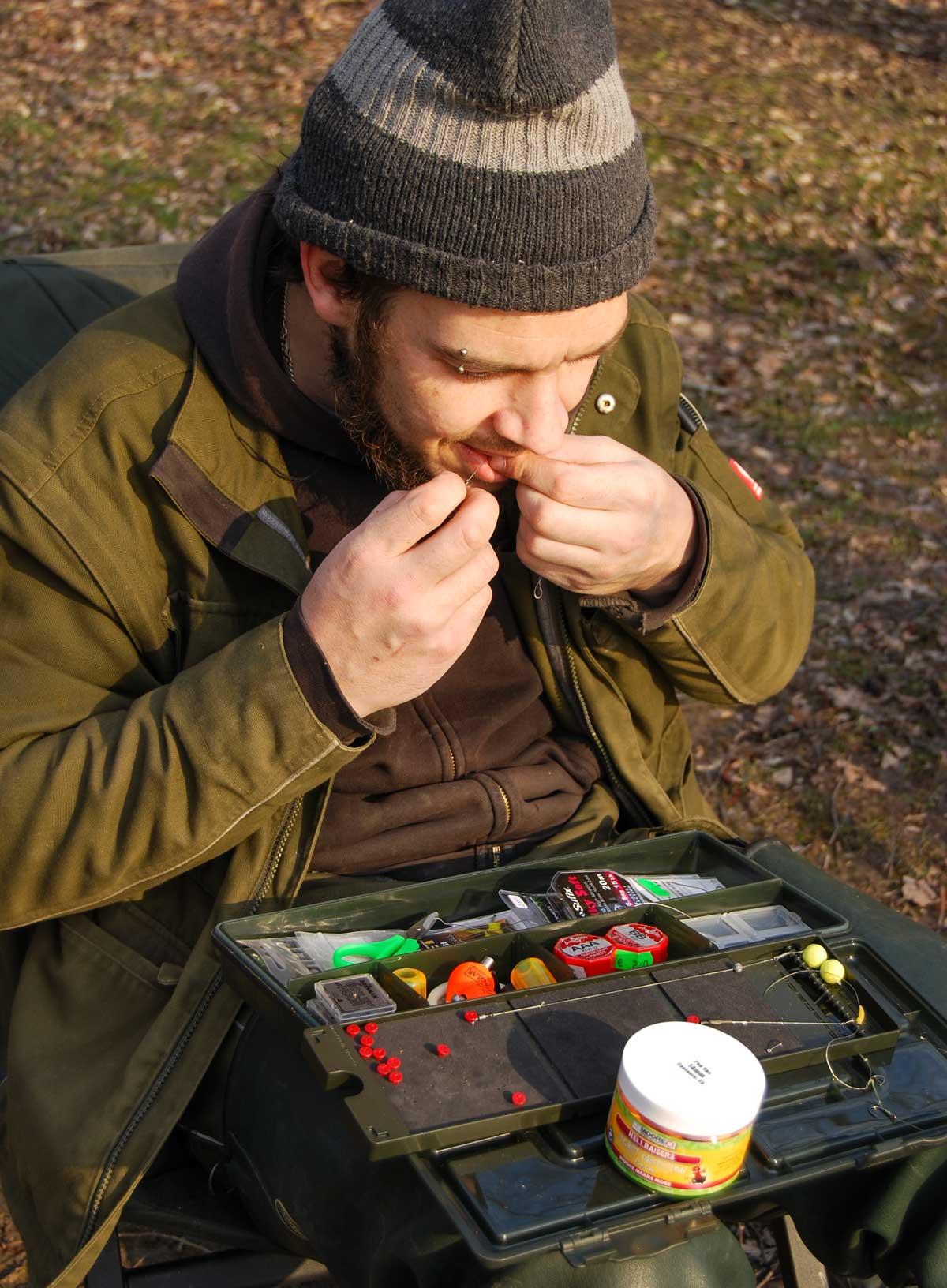 Zum Großbrassenangeln knüpft man abgespeckte Karpfenmontagen. Sehr gut eignet sich der Method Feeder.