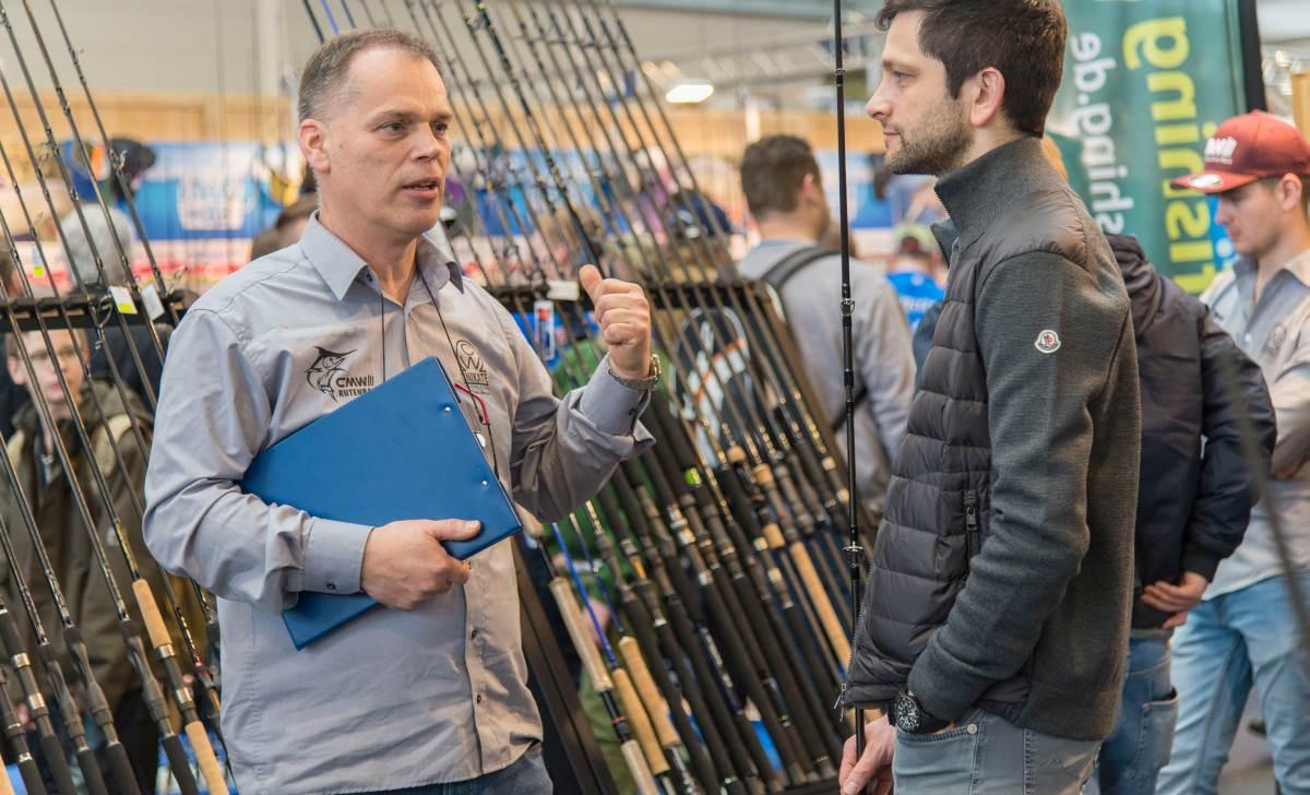 Fachsimpeln mit Christian Weckesser (links) am Stand von CMW Rutenbau.