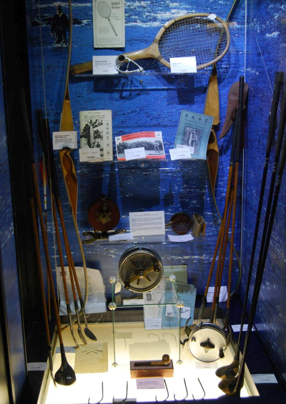 Hardy hat in der langen Firmengeschichte auch Golf- und Tennisschläger hergestellt, anfangs sogar Jagdwaffen.