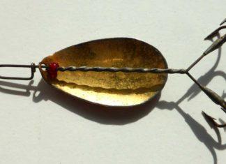 Unverwechselbare Drillingsmontage, die Innenseite des Blattes vergoldet - der Thiersteinlöffel aus den 1910er/20er Jahren von Wieland/Hildebrand in München.