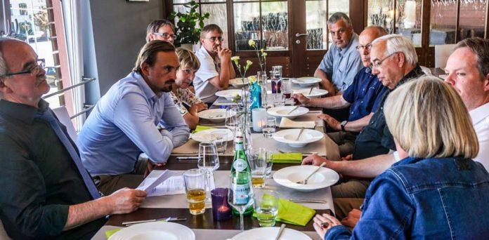 Die Europapolitiker Werner Kuhn und Ulrike Rodust im Gespräch mit dem DAFV und Vertretern der Landesverbände, des Thünen-Instituts und der Angelkutter-Kapitäne zur zukünftigen Entwicklung des Bag-Limit für den Ostee-Dorsch. Bild: DAFV