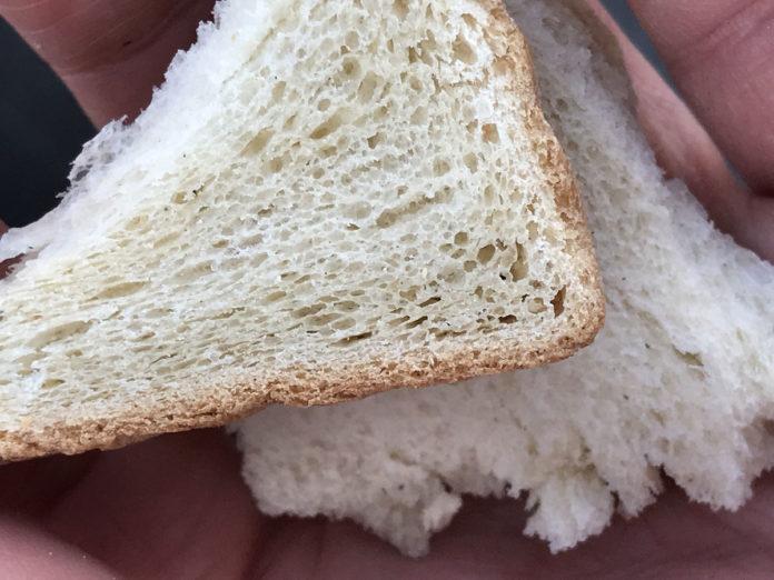 Vor dem Angeln muss man nur schnell Toastbrot kaufen.