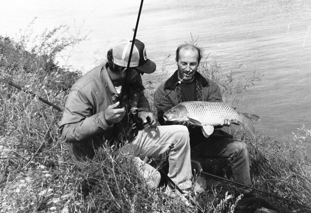 Steve Nelson und Duncan Kay (rechts) beim Karpfenangeln mit der Pose in den USA. Bilder: Jan Eggers