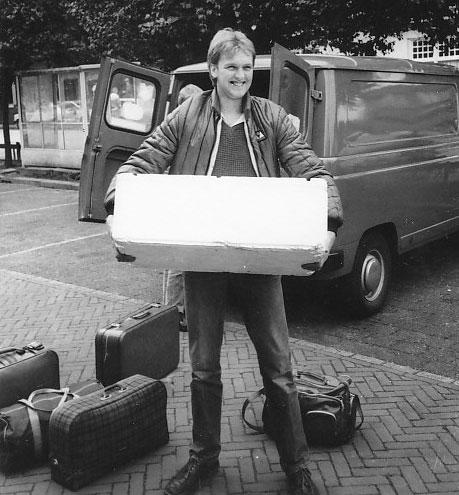 Geoff Parkinson freut sich über eine Kühlbox voller toter Köderfische.