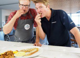 """""""Snack und Schnack"""" mit Angelguide Jörg Strehlow (rechts) und Kochprofi Sebastian Bruns. Bild: agentur pres(s)tige"""